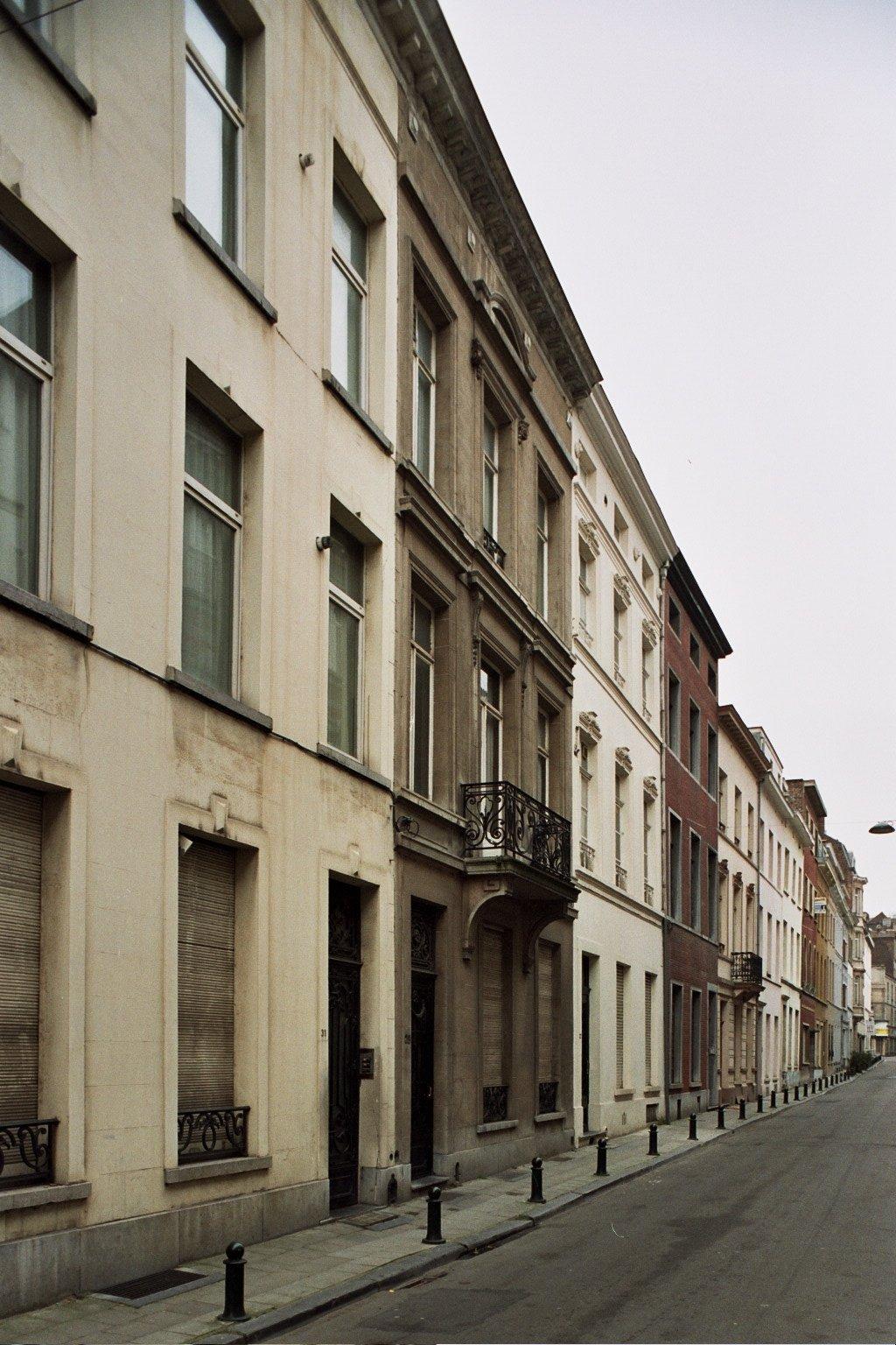 Rue d'Edimbourg, enfilade d'immeubles homogène (côté impair)., 2008