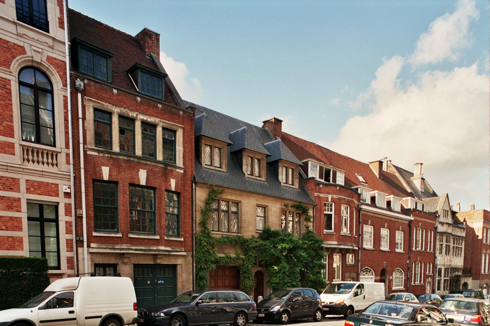 Rue Edmond Picard, enfilade de maisons (no 27 à 39a), architecte F. Petit., 2006