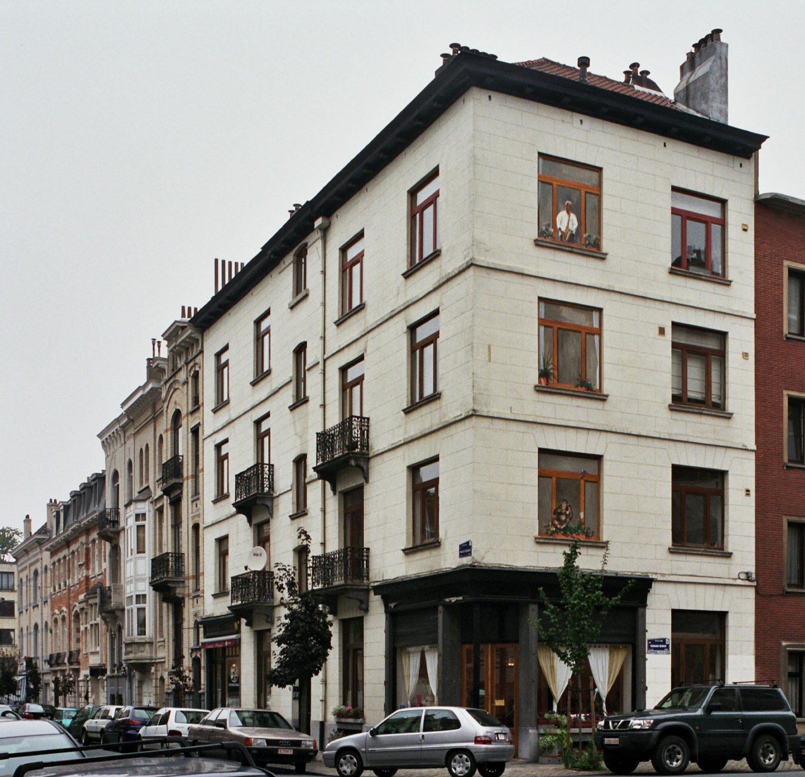 Rue François Stroobant, premier tronçon du côté pair, avec à l'angle le no 14-16-18 orné d'un trompe-l'œil., 2006