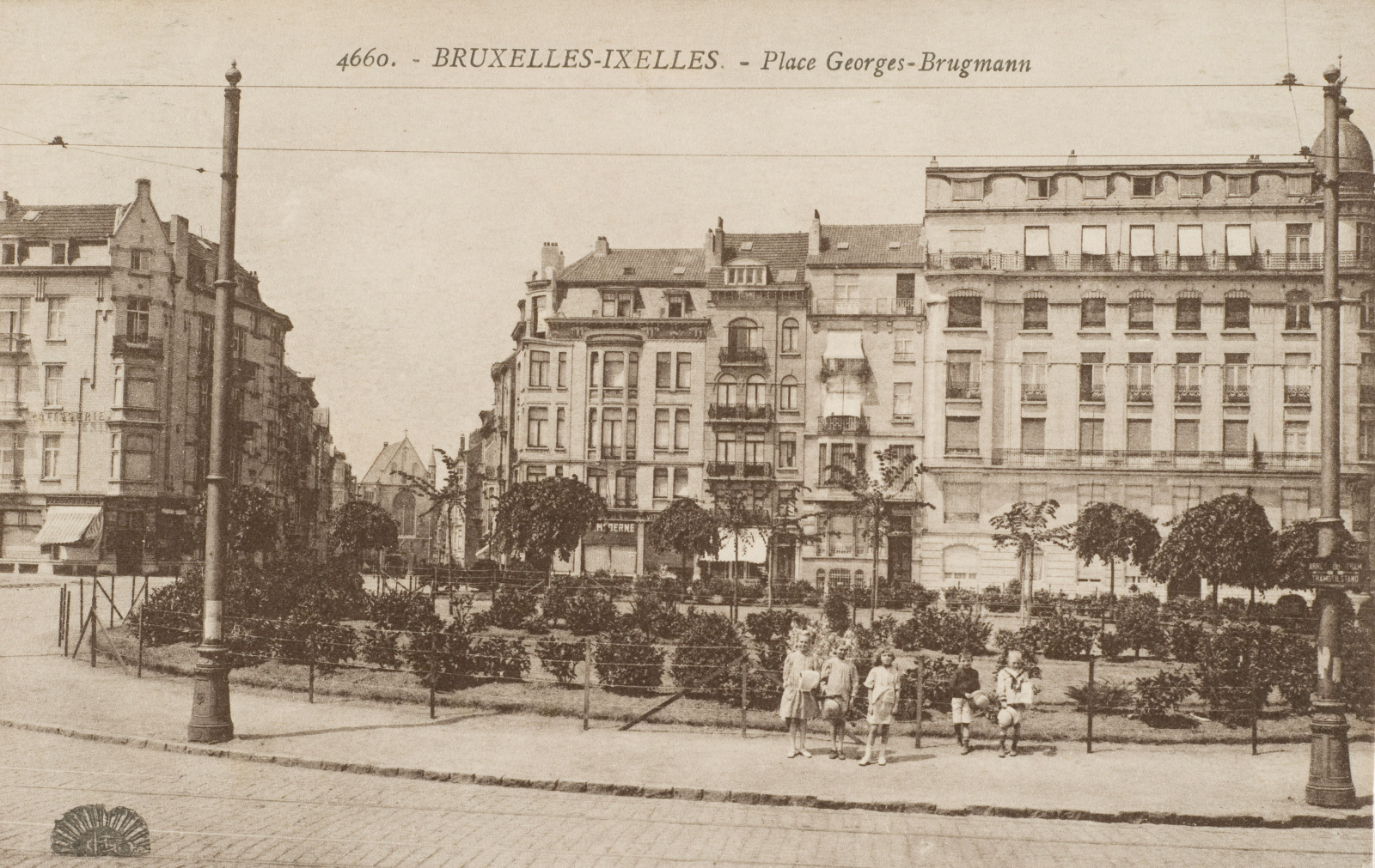 Place Georges Brugmann, côté nord de la rue, vers 1900 (Collection Dexia Banque).