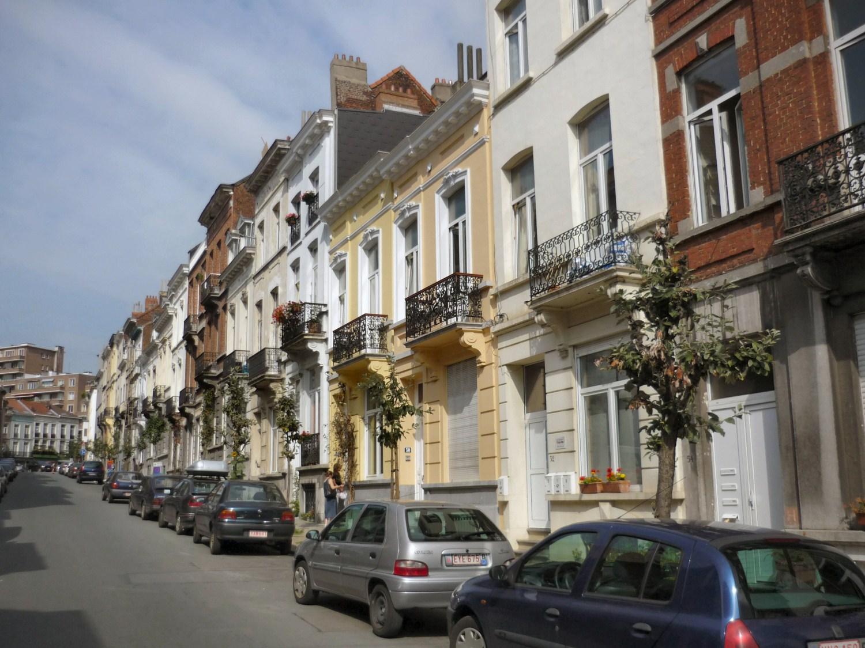 Rue Maes, vue du côté pair vers la chaussée d\'Ixelles, 2011