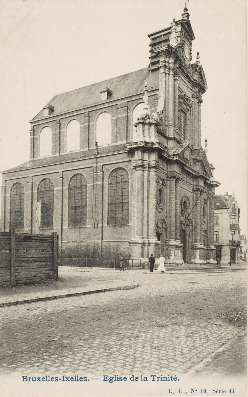 Église de la Sainte-Trinité avant les travaux d\'extension de 1907-1908 (Collection de Dexia Banque).