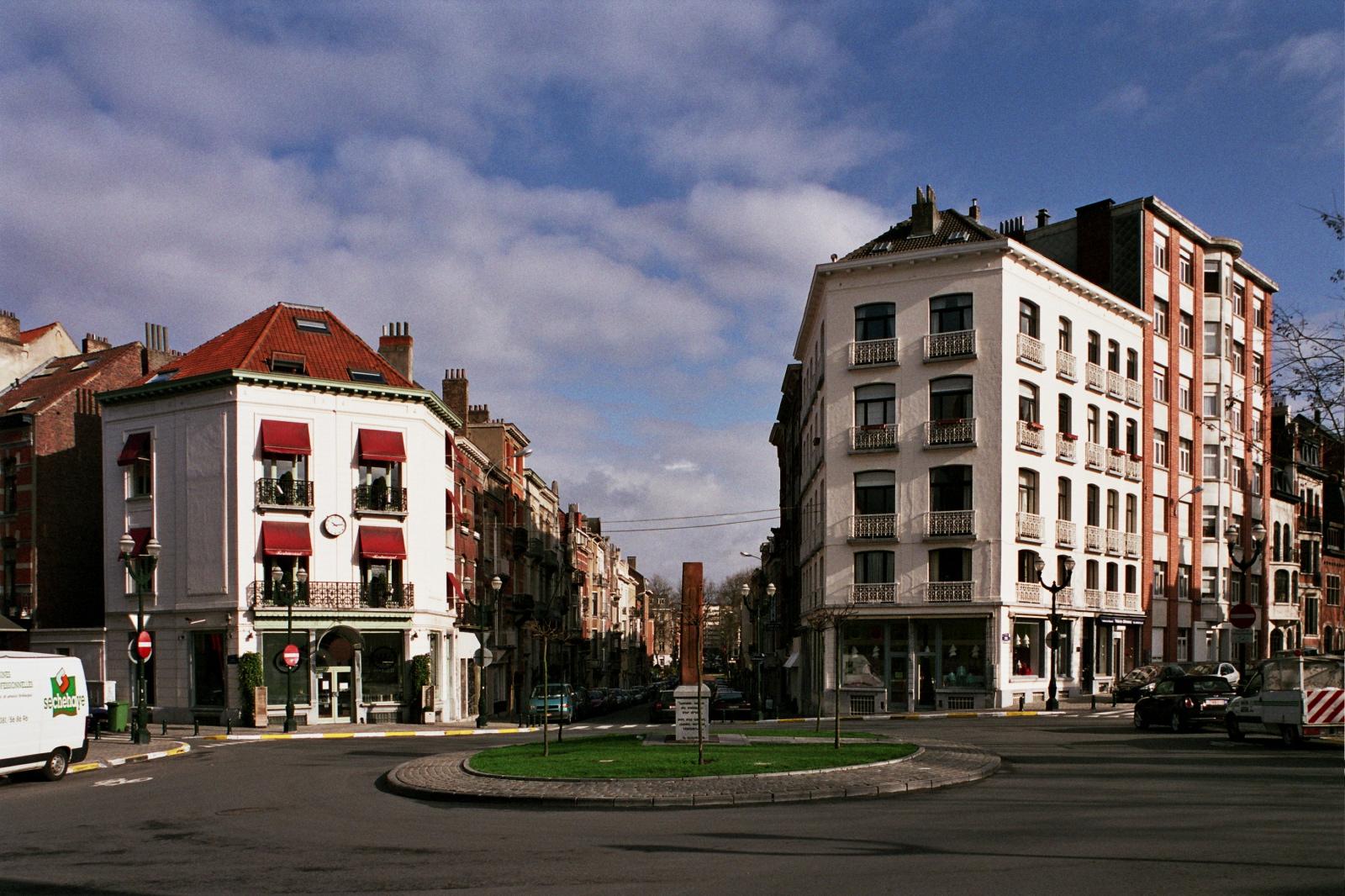 Square Henri Michaux, vue vers les rues des Mélèzes et Washington., 2006