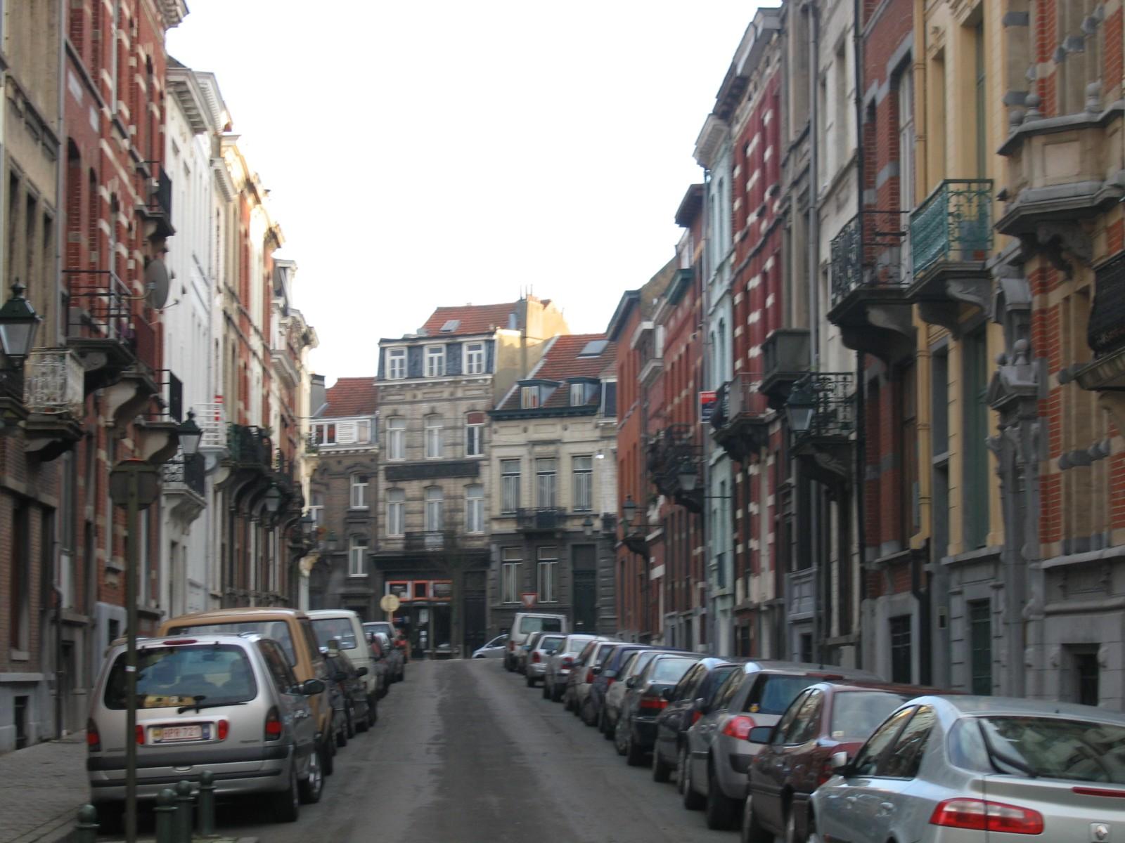 Rue d\'Albanie, vue vers l\'avenue Edouard Ducpétiaux., 2004
