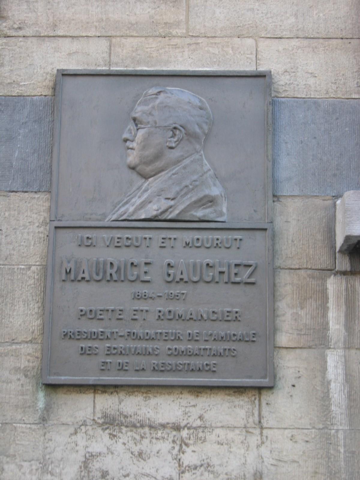 R. de l\'Amazone 36, plaque commémorant le poète et romancier Maurice Gauchez., 2004