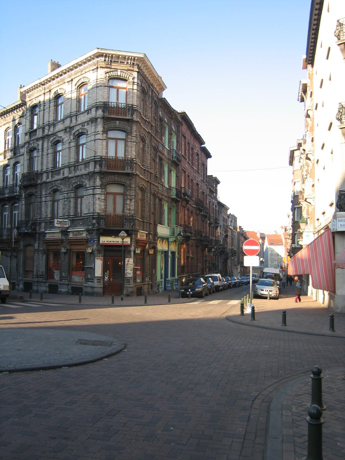 Rue de Bosnie, vue depuis l\'angle de la rue Fernand Bernier., 2004