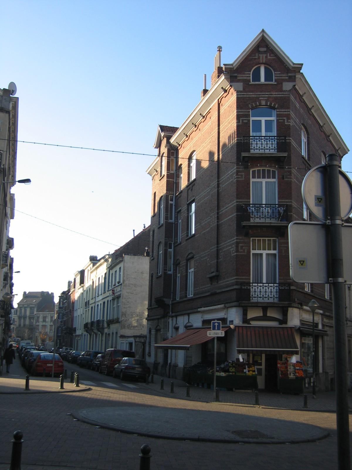 Onpare zijde Fernand Bernierstraat vanuit kruispunt met Bosniëstraat., 2004