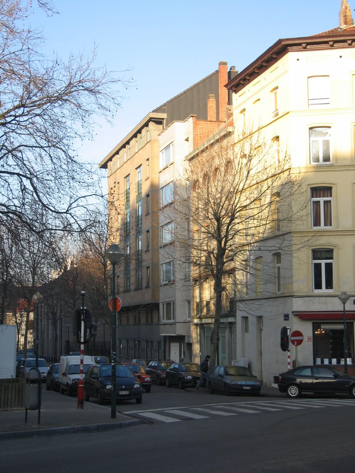 Rue Fontainas, vue depuis l'angle avec la chaussée de Forest., 2005
