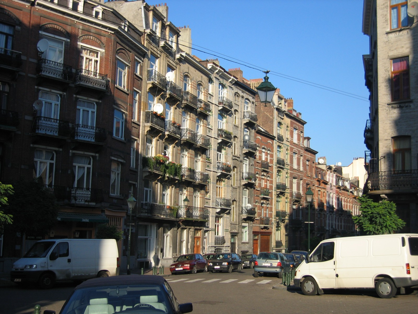 Rue Gustave Defnet, vue depuis l\'angle de la rue Crickx, côté impair., 2004