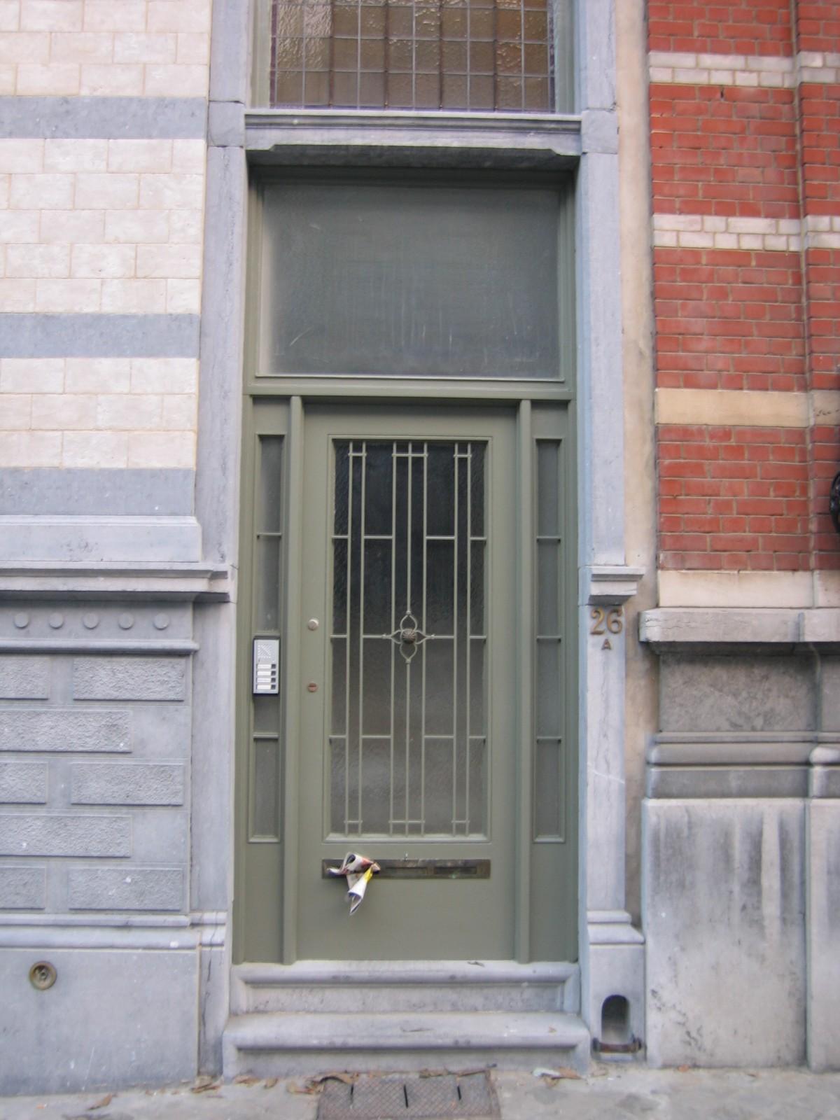 Rue Henri Wafelaerts 26, maison de 1902 avec porte de 1948 par les arch. J. Lambeaux et Antoine Pompe., 2004