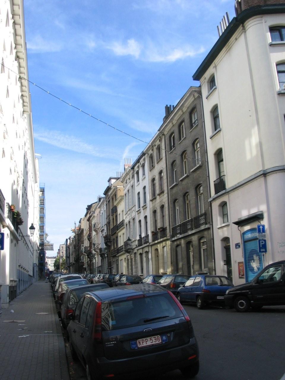 Rue Jourdan, côté pair vu depuis le croisement avec les rues de l\'Hôtel des Monnaies et Berckmans., 2005