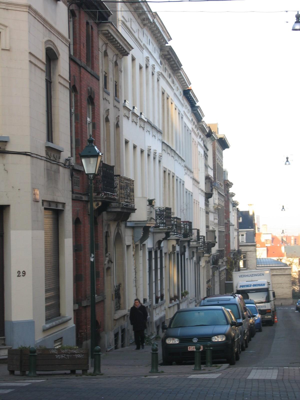Rue du Mont-Blanc, vue depuis la rue de Roumanie, numéros impairs., 2004