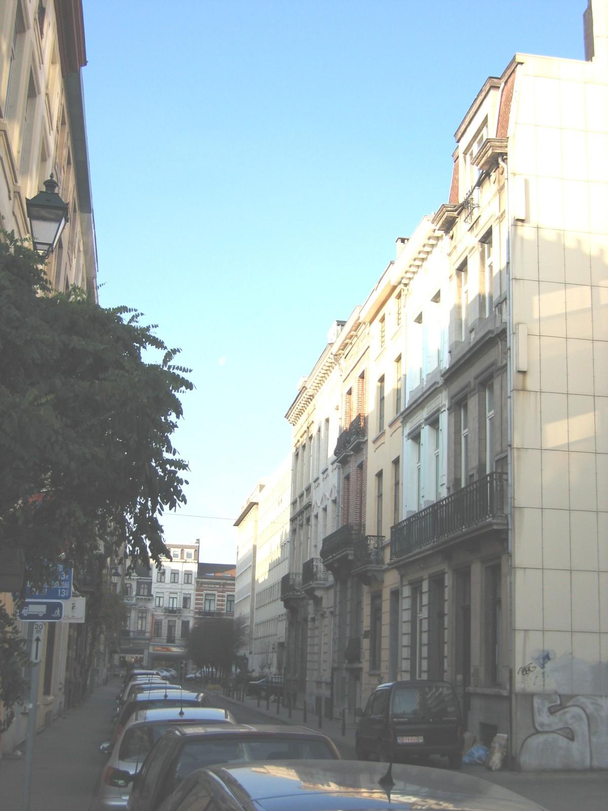 Rue Tasson-Snel, vue depuis la rue Defacqz, côté pair., 2004