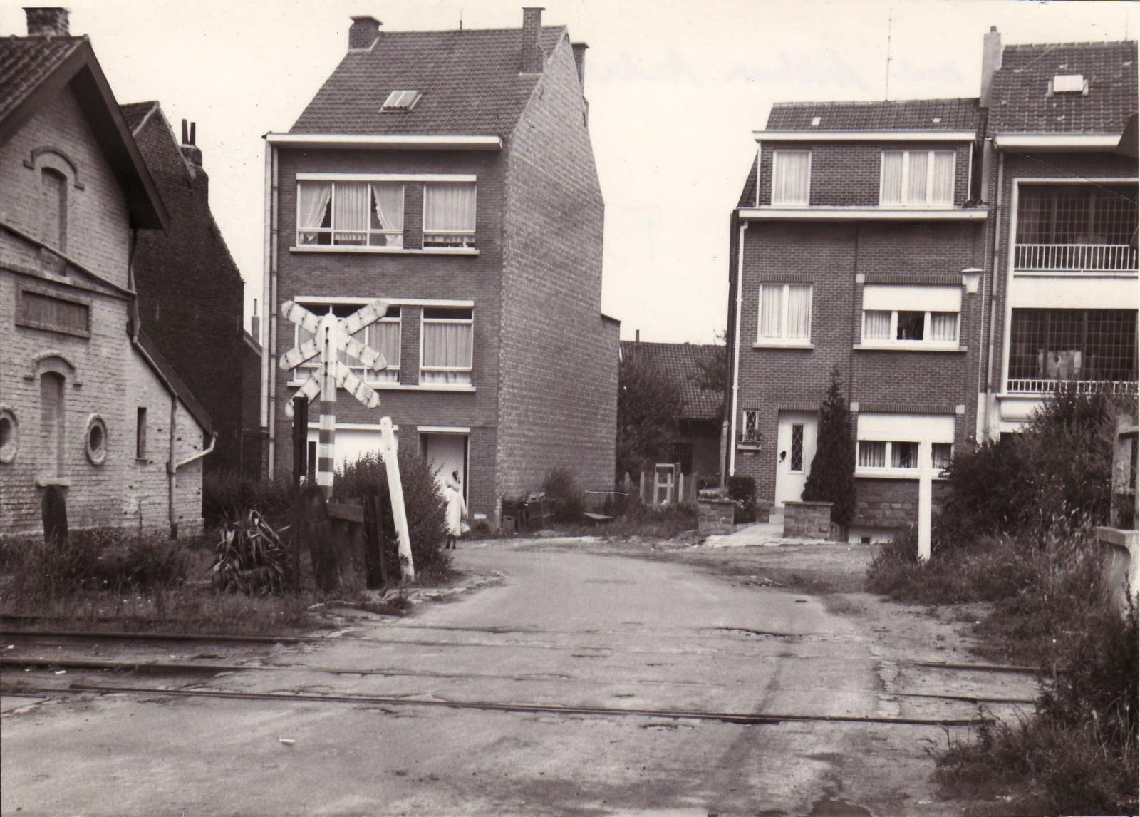 Passage à niveau rue Arthur André, avant la suppression du chemin de fer dans les années 1970, ACWSP/SP (fonds non classés).