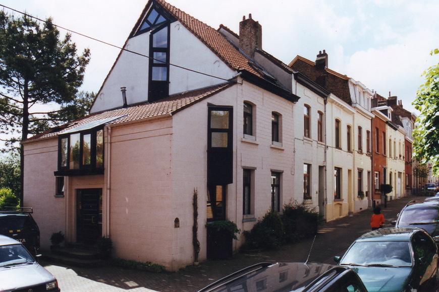 Rue Jean Deraeck, enfilade de maisons de type ouvrier. A l'avant-plan le no75., 2002