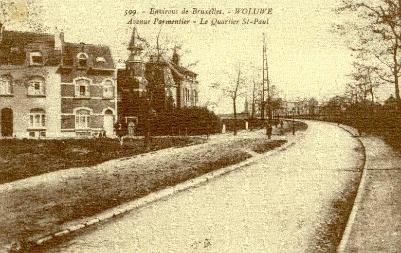 Avenue Edmond Parmentier, vue de l\'entrée de la rue Emmanuel Mertens à hauteur des nos 120 et 122, où l\'on distigue la tourelle, vers 1913© ACWSP/FP carte postale inv. 71