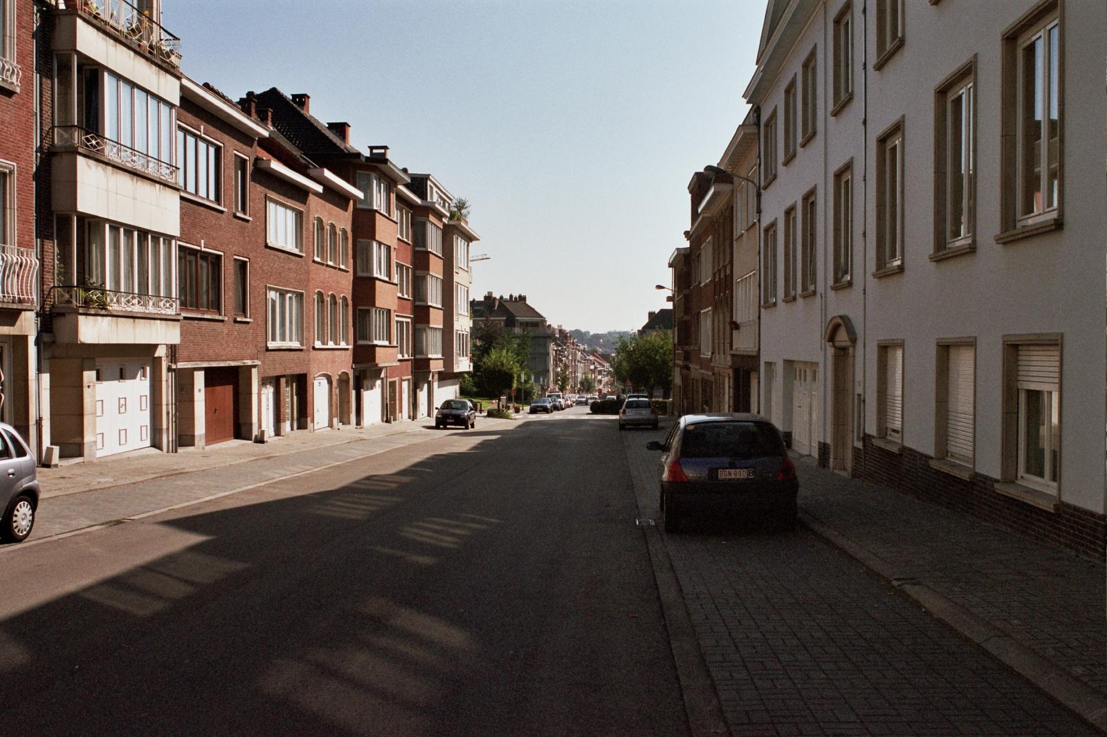 Avenue Charles Thielemans, vue depuis le carrefour avec l'avenue du Val d'Or., 2005