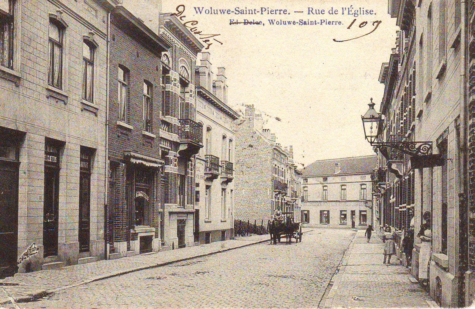 La rue Paul Wemaere dans les années 1900 (Collection cartes postales Dexia Banque, s.d.).