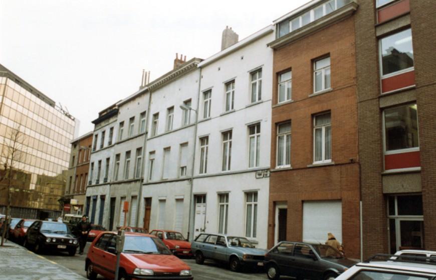 Rue de l\'Alliance, enfilade côté pair (photo 1993-1995).