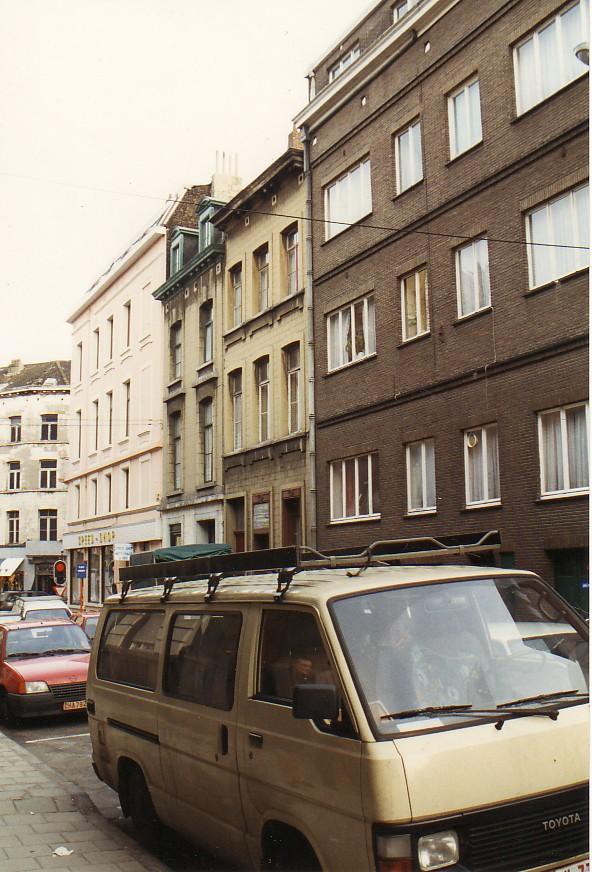 Rue Bonneels, vue du côté impair vers la chaussée de Louvain (photo 1993-1995).