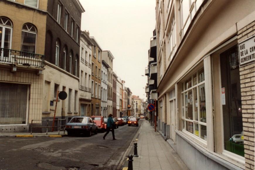 Rue de la Commune vue depuis la place Houwaert (photo 1993-1995).