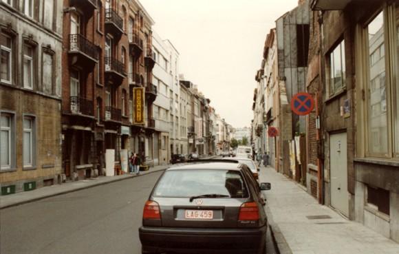 Rue des Deux Tours vue vers la chaussée de Louvain (photo 1993-1995).