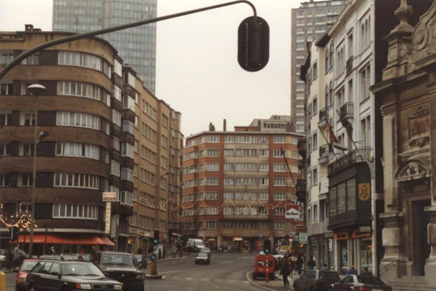 Leuvensesteenweg vanuit het Sint-Joostplein (foto 1993-1995).