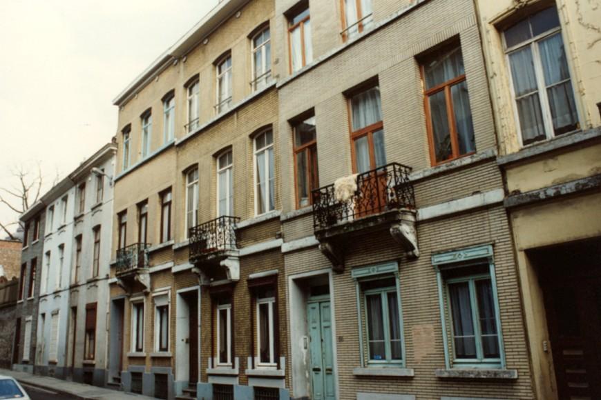 Rue de la Poste, enfilade côté pair en direction de la rue Rogier (photo 1993-1995).