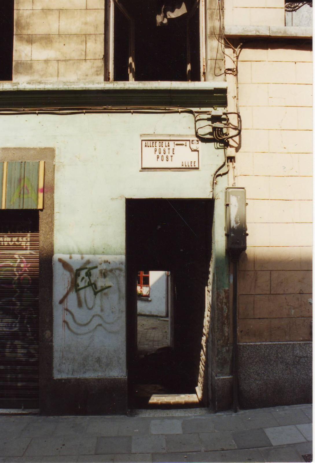 Rue de la Poste 15, entrée de l\'allée de la Poste (photo 1993-1995).