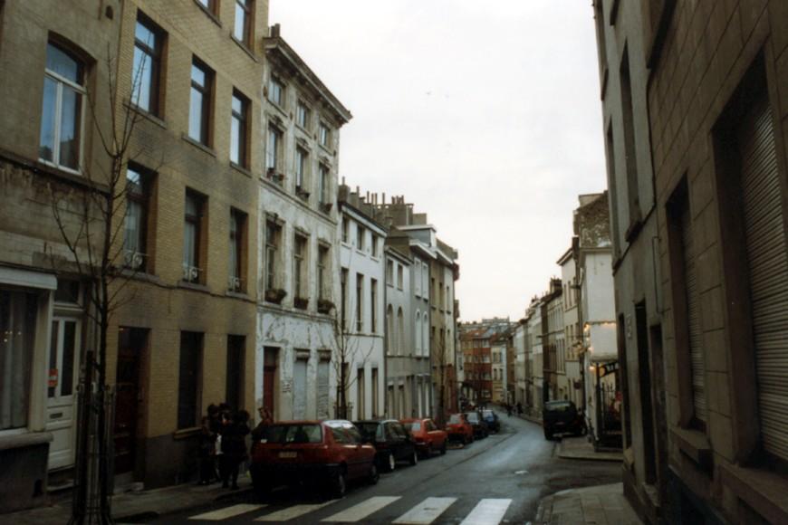 Rue Saint-Alphonse, enfilade côté impair (photo 1993-1995).