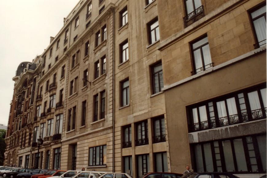 Rue Saint-Lazare, côté sud de la rue, vu depuis la place Rogier (photo 1993-1995).
